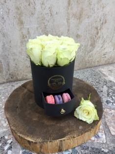Beyaz Güller ve Makaron