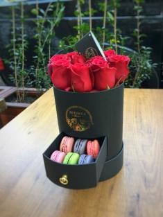 Çekmeceli Kutuda Kırmızı Güller